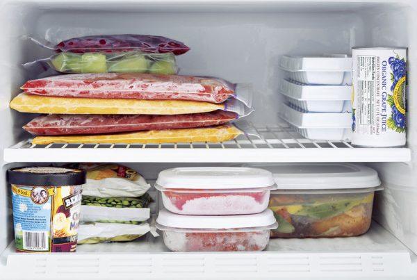 Questa immagine ha l'attributo alt vuoto; il nome del file è food-frozen-freezer-600x403-1.jpg