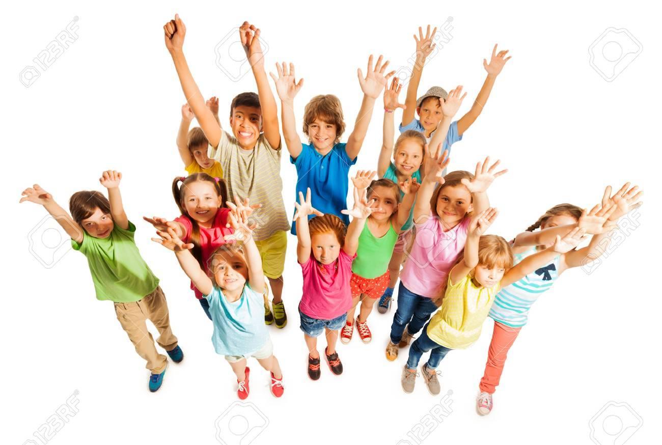 Questa immagine ha l'attributo alt vuoto; il nome del file è 44068531-folto-gruppo-di-scolastici-diversi-bambini-di-etc3a0-ragazzi-e-ragazze-stanno-insieme-isolato-su-bianco.jpg